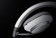 BW_P3_headphone_review_close_up.jpg