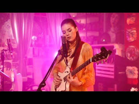 Elise Trouw - Make Believe - Live Loop Video