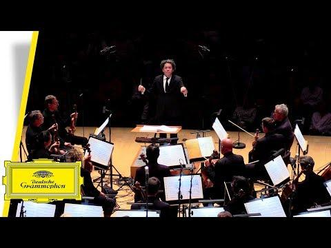 "LA Phil & Gustavo Dudamel - Williams: Theme from ""Jurassic Park"" (Live at Walt Disney Concert Hall)"
